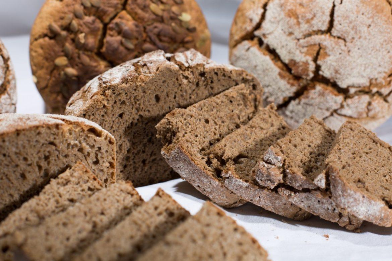 Pane integrale fatto in casa semplice e veloce